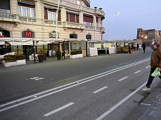 Már szinte csak az élelmiszerboltok és a patikák nyithatnak ki Olaszországban