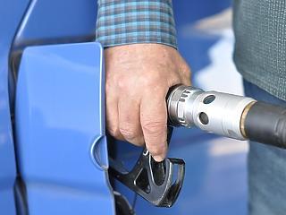 Két forinttal drágul a benzin mindenszentek ünnepén