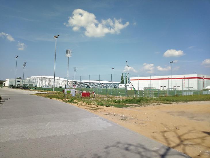 Balra a stadion, jobbra a fedett sportcsarnok (Fotó: Székely Sarolta/mfor.hu)