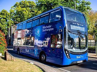 Légtisztító buszt mutattak be Nagy-Britanniában