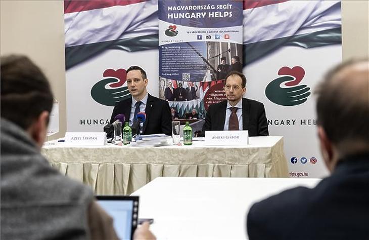 Azbej Tristan és Márki Gábor a Hungary Helps ügynökség megalakulásáról tartott sajtótájékoztatón az államtitkárság budapesti épületében 2019. április 16-án. (Fotó: MTI/Szigetváry Zsolt)