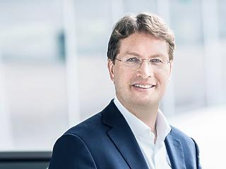 A költségcsökkentés ellenére gőzerővel fejleszt a Daimler