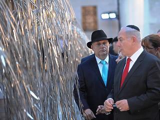 Orbán Viktor elbattyog Izraelbe
