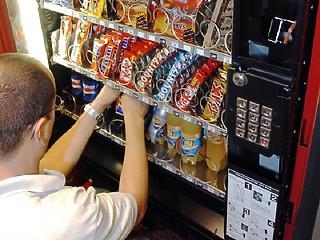 Kitolták az ételautomaták NAV-os bekötésének a határidejét