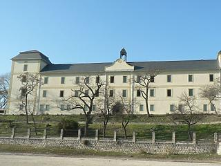 Vajon ki dolgozik a zsámbéki kastélyon 80 százalékkal több pénzért?