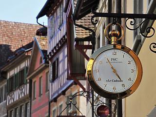 Járvány alatt svájci óra sem kell a világnak