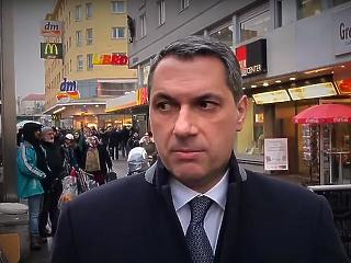 Fake news - üzente Lázár János a Figyelőnek