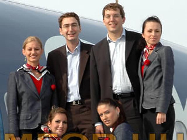 Csoportkép légikisasszonyokkal