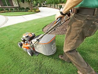 Így tisztítsd a fűnyíród szakszerűen 3 lépésben!