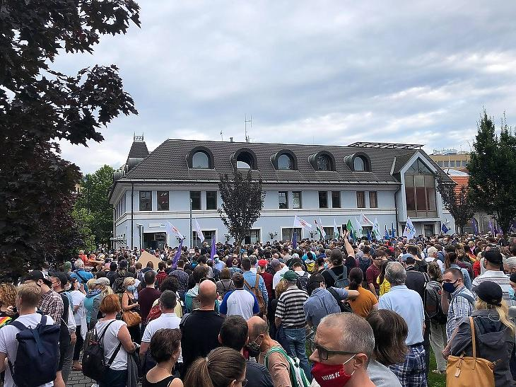 Tüntetés az index mellett, a sajtószabadságért (Fotó: Csabai Károly, mfor.hu)