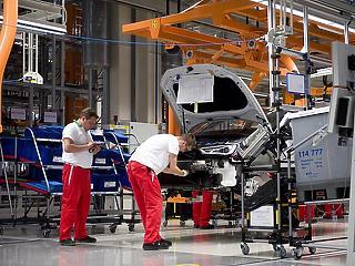 Az autógyártás ránthatta mélybe az ipart júliusban