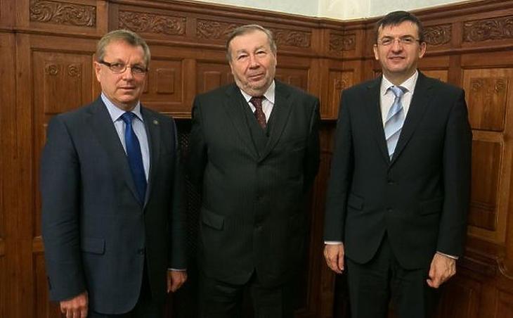 A Költségvetési Tanács tagjai: Matolcsy György, Kovács Árpád elnök és Domokos László (MTI fotó)