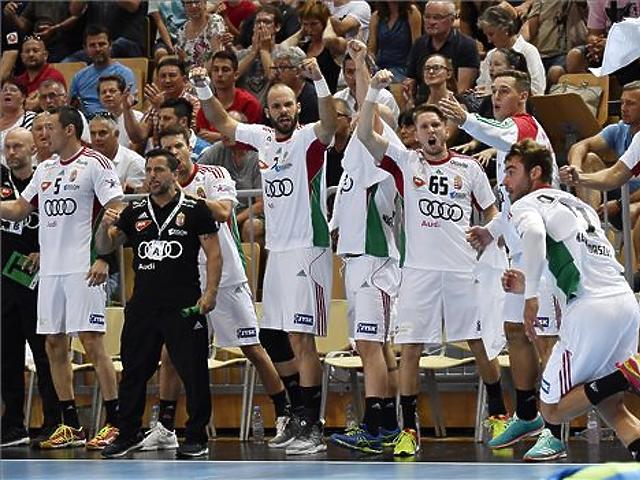 A magyar csapat tagjai a Magyarország - Szlovénia kézilabda világbajnoki selejtező első mérkőzésén. MTI Fotó: Illyés Tibor