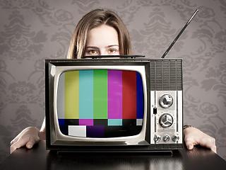 Lassan áll talpra a járvány miatt összecsuklott tévés hirdetési piac