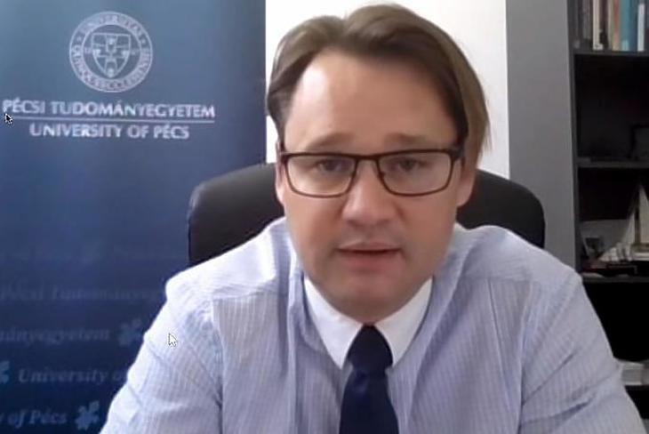 Dr. Jakab Ferenc virológus szerint nem hullámokról, hanem járványról kell beszélni. Fotó: youtube
