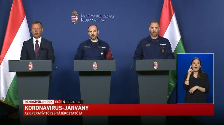 Szlávik János, Kiss Róbert és Gál Kristóf az operatív törzs korábbi sajtótájékoztatóján. Forrás: Youtube