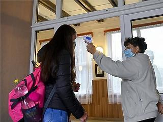 Iskolai hőmérő-projekt: 600 millió forintba került