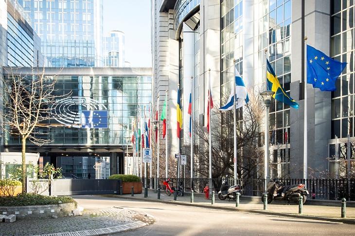 Csaknem 100 milliárd euró jut kutatásra. (Az Európai Parlament brüsszeli épülete. Forrás: EP)