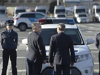 A nem létező tömeges bevándorlásra hivatkozva kerülték meg a közbeszerzést az új rendőrkocsik vételekor