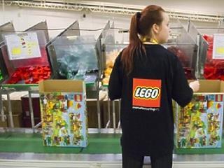 70 embert küldenek el a nyíregyházi Lego-üzemből