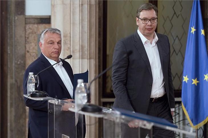 Orbán Viktor miniszterelnök és Aleksandar Vucic szerb elnök sajtótájékoztatóra érkezik Belgrádban 2020. május 15-én. MTI/Koszticsák Szilárd