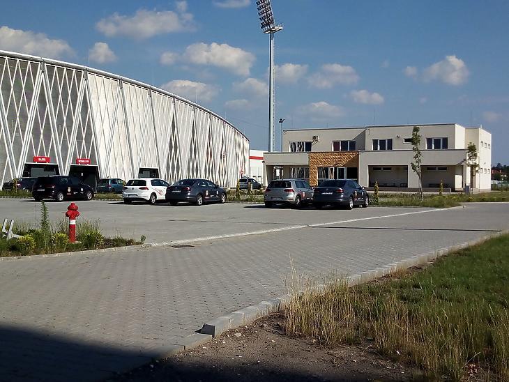 A stadion és a környezete (Fotó: mfor.hu)