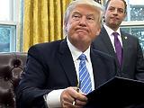 Donald Trump úgy adja át a hatalmat, mintha kegyet gyakorolna