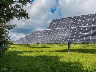 Még idén 110 naperőművet épít az országban az MVM