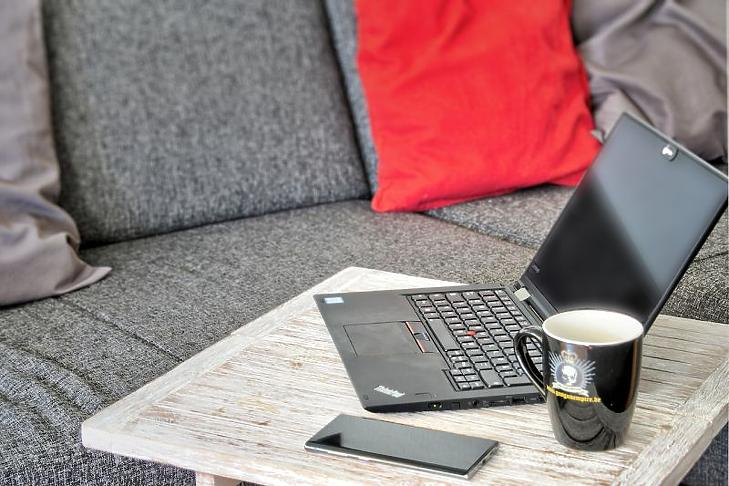A kanapé mindent visz benn, az irodában is (fotó: pixabay.com)