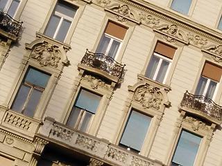 Erős verseny indult a felújítandó lakásokért és házakért