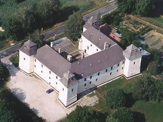 Ezt a kastélyfelújítást aztán alaposan szétlopták