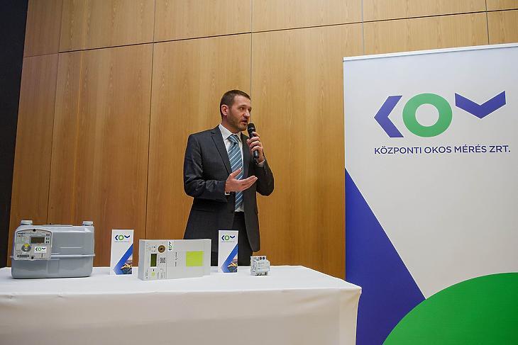 Vöő Kristóf, a KOM Zrt. vezérigazgatója a cég 2016 novemberében tartott eszközbemutató sajtótájékoztatóján. (Forrás: hirado.hu)