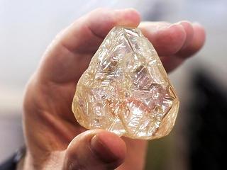 Nincs több véres gyémánt: árverésen kelt el Sierra Leone óriás-drágaköve