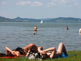 Jelentés a Balaton partjáról: koronavírusos beteget senki sem látott, de a kassza kiürült