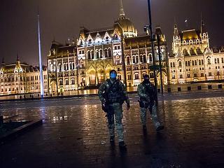 Karantén: a Nyugat lázad, Magyarország tűr – A hét videója