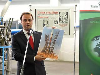 Új hobbi közpénzből: 42 milliárd forintért vett bélyegeket az állam