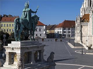 Tömeges koronavírust fertőzést várnak a magyarok, de mégsem félnek