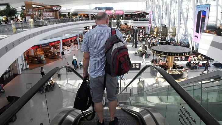 A sorokat csak hírből ismerik az utasok, kerülgetniük sem kell egymást (fotó: MTI)