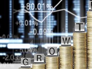 Enyhe lassulást jósol a magyar gazdaságnak a Fitch