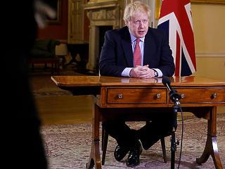 Boris Johnson radikális fordulata: Anglia is bezár, rendőri segítséggel