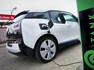 Rekordot dönthetnek az elektromos autóeladások