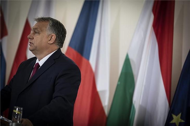 Orbán Viktor a Kohézió Barátai csoport kormányfői találkozóját megelőző V4-es egyeztetés után tartott sajtótájékoztatón Prágában 2019. november 5-én. (MTI/Miniszterelnöki Sajtóiroda/Fischer Zoltán)