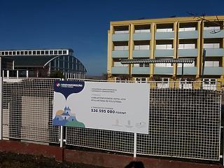 Koronavírus: külföldi munkások nélkül lassabban épül az OTP balatoni szállodája