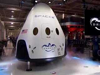 Ripley utazik a csillagok közé a SpaceX űrkapszulájában