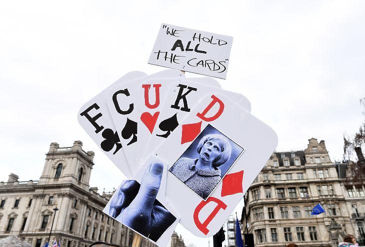Tüntetés a Brexit ellen Londonban. EPA/FACUNDO ARRIZABALAGA