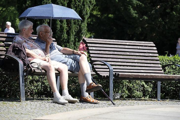 Nyugdíjprémium, kiegészítés és 13.havi nyugdíj jár idén (Fotó: Pixabay)