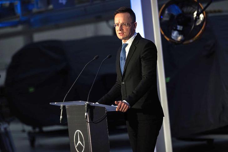 Szijjártó Péter külgazdasági és külügyminiszter a kecskeméti Mercedes-gyárban (Forrás: MTI/KKM)