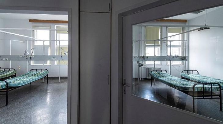 Koronavírussal fertőzöttek fogadására átalakított szoba a Kútvölgyi Kórházban 2020. március 24-én (Fotó: MTI/Szigetváry Zsolt)