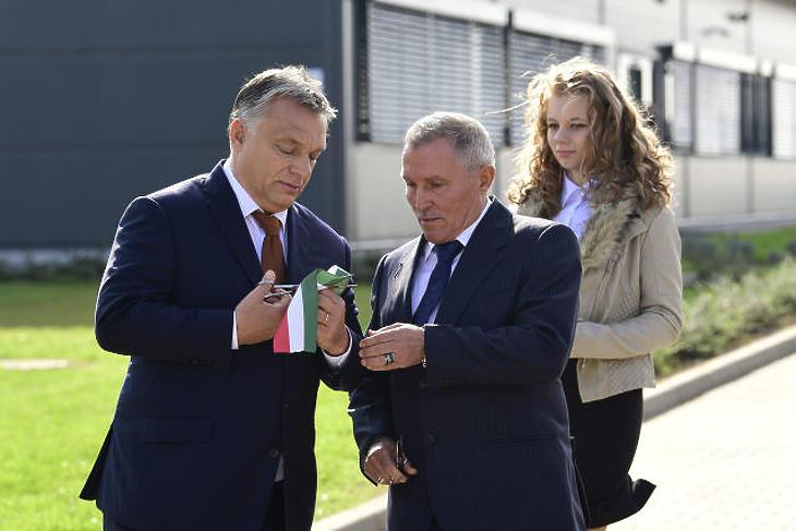Orbán Viktor kormányfő gratulált Révész Bálint sikertörténetéhez 2017-ben
