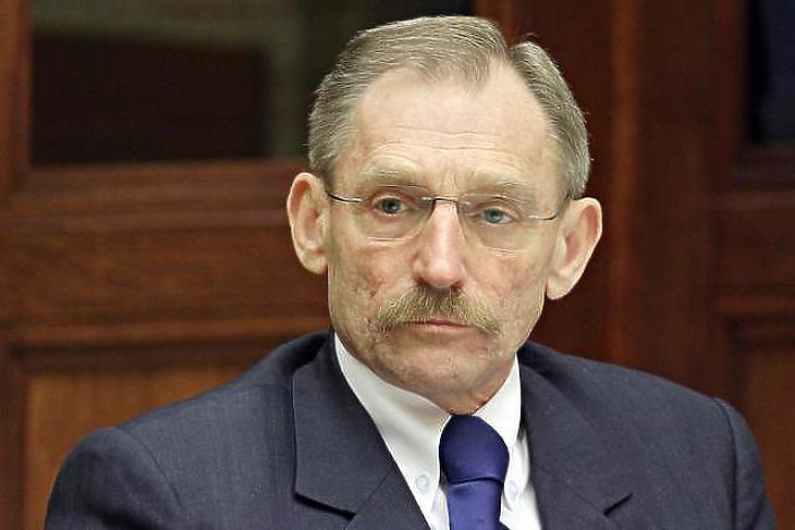 Pintér Sándor belügyminisztert is meghallgatnák